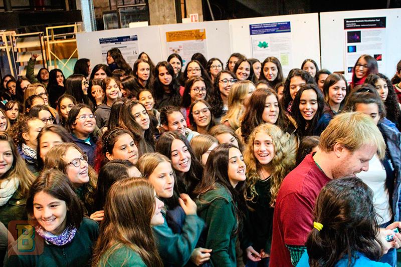 Barco Científico Andrés Pastorini y Vanesa Rostan niñas Tics